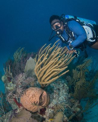 UNEXSO dive guide in Bahamas