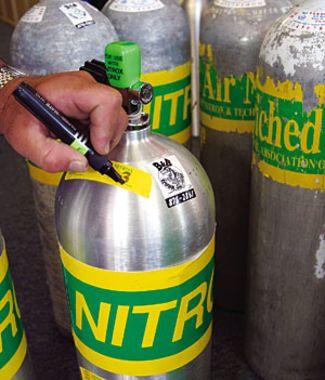 nitrox marked tanks