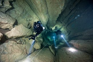 scuba diving in caves