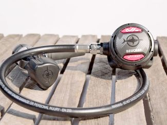 Beuchat V First scuba diving regulator ScubaLab Best Buy video review