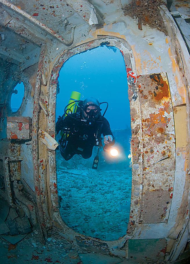 how to dive a wreck the spiegel grove scuba diving. Black Bedroom Furniture Sets. Home Design Ideas