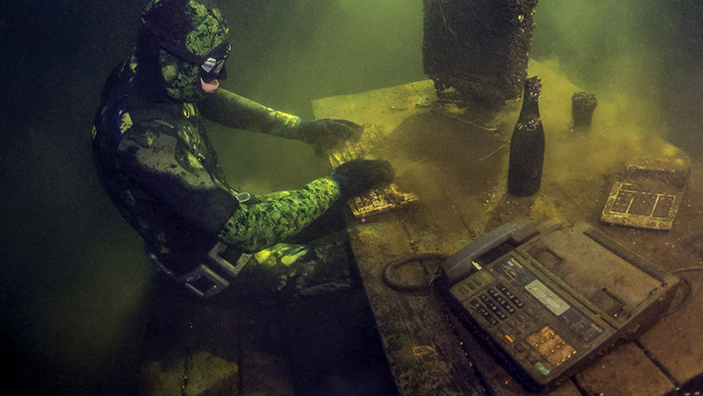 freediver scuba diving underwater photography tver quarry russia