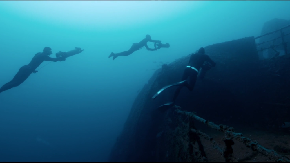 Amazing freediving video on shipwreck