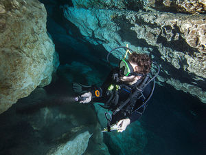 ScubaLab 2016 dive light test Blue Grotto Robby Myers