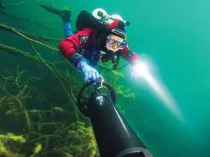 Scuba diving with underwater scooters and DPVs